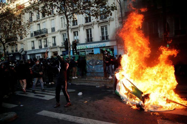Παρίσι:   Χημικά κατά διαδηλωτών που διαμαρτύρονται για την αστυνομική βία | tovima.gr