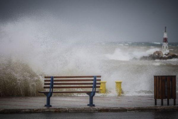 Καιρός : Ερχεται παγωνιά με θυελλώδεις ανέμους και καταιγίδες   tovima.gr