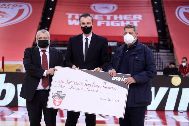 Ολυμπιακός : Πρόσφερε 10.000 γάντια στο Νοσοκομείο Ρόδου | tovima.gr