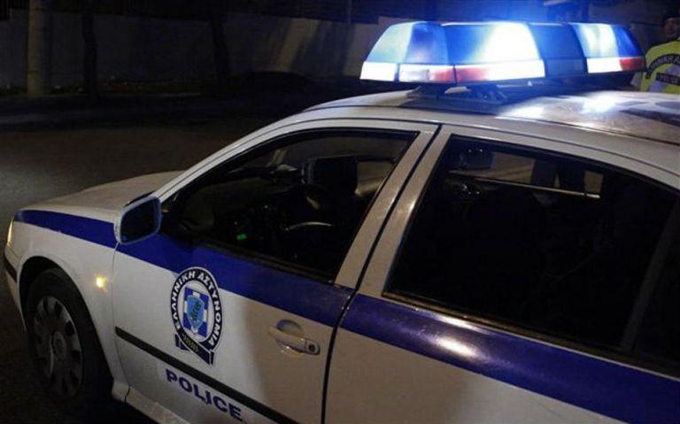 Καλύβια: Αυτοκτόνησε μπροστά σε αστυνομικούς | tovima.gr