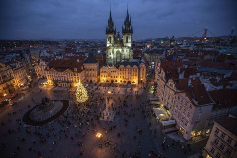 Τσεχία : Έφηβος έπεσε από τον 19ο όροφο και… έζησε | tovima.gr
