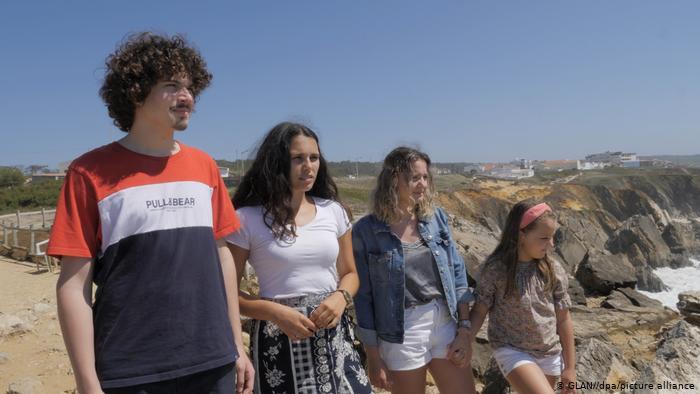 Κλίμα: Πορτογάλοι νέοι καταγγέλλουν την Ευρώπη   tovima.gr