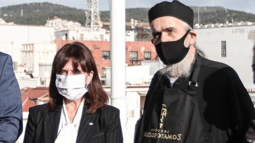 Το «αντίο» της Σακελλαροπούλου στον μοναχό Επιφάνιο   tovima.gr
