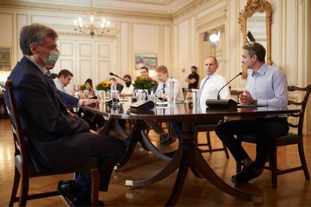 Εμβολιασμοί: Το σχέδιο συζητούν Μητσοτάκης, Τσιόδρας και υπουργοί | tovima.gr