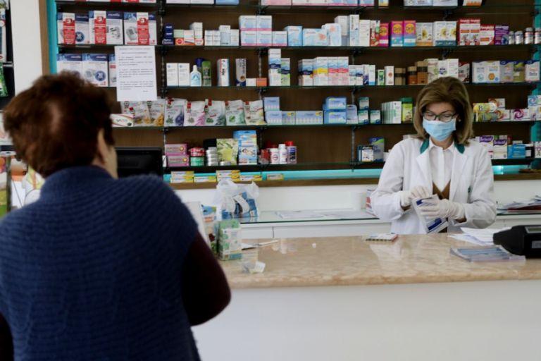 Πιερρακάκης : Ραντεβού και στα φαρμακεία για το εμβόλιο – Εξετάζεται και μέσω ΚΕΠ | tovima.gr