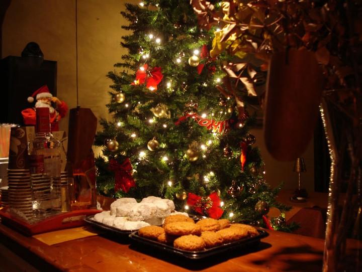 Κορωνοϊός : Το Χριστουγεννιάτικο τραπέζι φοβίζει τους ειδικούς –  Δεύτερες σκέψεις για διεύρυνση ωραρίου στο ρεβεγιόν | tovima.gr
