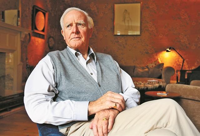 Πέθανε ο συγγραφέας Τζον Λε Καρέ   tovima.gr
