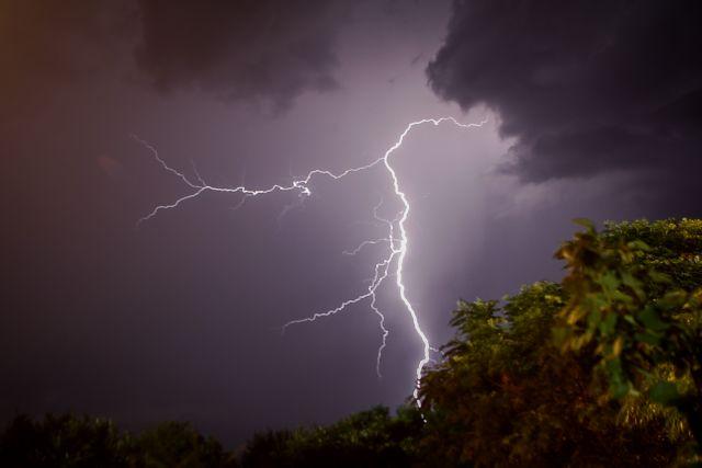 Νέο έκτακτο δελτίο καιρού: Πού θα χτυπήσουν τα έντονα φαινόμενα | tovima.gr
