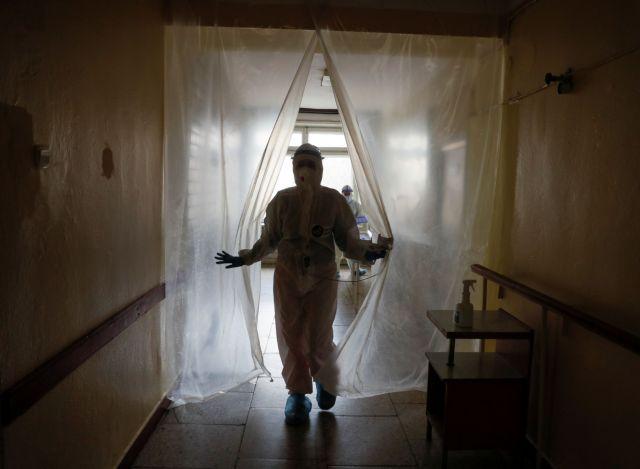 Κορωνοϊός : 693 κρούσματα, 85 νεκροί, 552 διασωληνωμένοι | tovima.gr