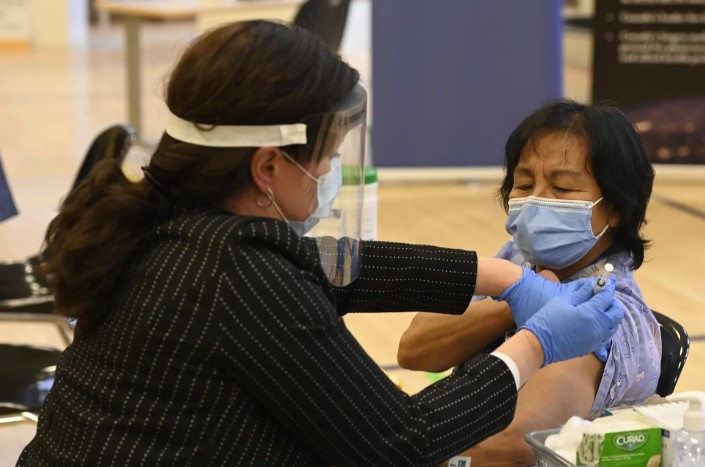Καναδάς : Ξεκίνησε ο εμβολιασμός για τον κορωνοϊό | tovima.gr