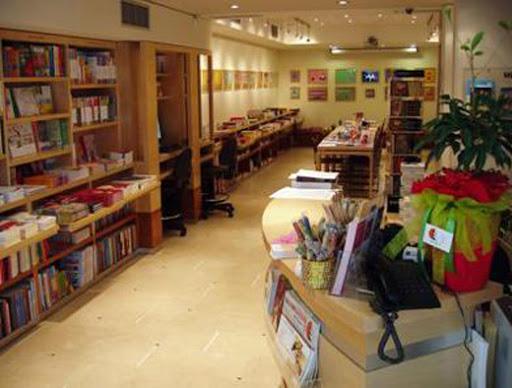 Μερική άρση Lockdown : Ανοίγουν σήμερα κομμωτήρια και βιβλιοπωλεία – Με click away το λιανεμπόριο | tovima.gr