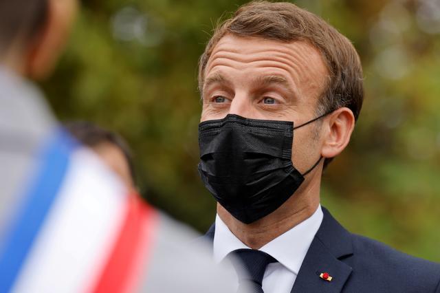 Γαλλία: Με βήχα και έντονη κόπωση ο Μακρόν στις Βερσαλλίες | tovima.gr