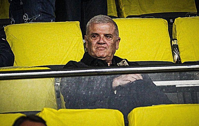 Οργή του λαού της ΑΕΚ κατά Μελισσανίδη : «Πήρες 80 εκατ. και έκανες ομάδα Β' Εθνικής» | tovima.gr