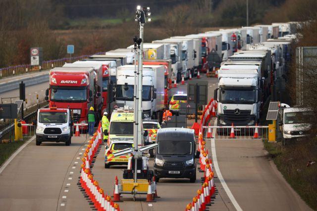 Βρετανία : Αναχώρησαν από το Ντόβερ 4.500 νταλίκες που είχαν μπλοκαριστεί   tovima.gr