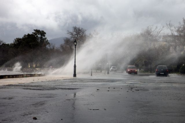 Κακοκαιρία στην Κέρκυρα : Ξεριζώθηκαν δέντρα, ζημιές σε σπίτια – Δεμένα τα πλοία | tovima.gr