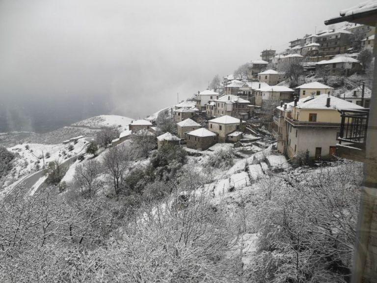Χιονίζει στα ορεινά του νομού Τρικάλων   tovima.gr