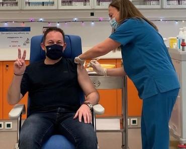 Πέτσας : Εμβολιάστηκε στον Ευαγγελισμό – Το μήνυμά του | tovima.gr