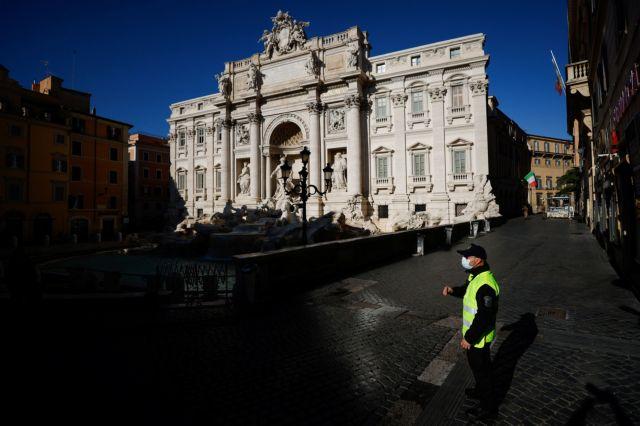 Ιταλία: Έκρηξη κρουσμάτων, ενώ 7 Ιανουαρίου ανοίγουν τα σχολεία | tovima.gr