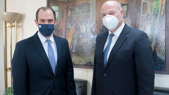 Ανασχηματισμός : Θερμή υποδοχή Τσιάρα στο νέο υφυπουργό Δικαιοσύνης Γιώργο Κώτσηρα | tovima.gr