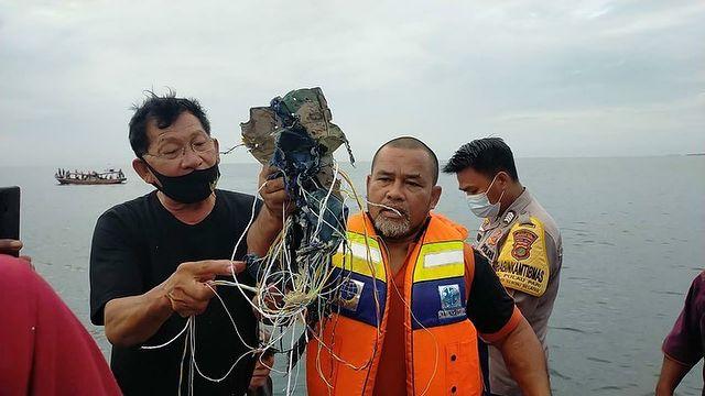 Αεροπορική τραγωδία στην Τζακάρτα με 62 επιβάτες – «Βούτηξε» 10.000 πόδια σε 1 λεπτό   tovima.gr