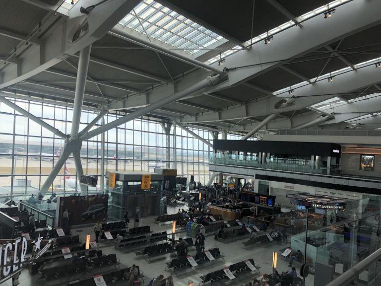 Κορωνοϊός – Βρετανία: Πτώση 73% της επιβατικής κίνησης στο Heathrow | tovima.gr