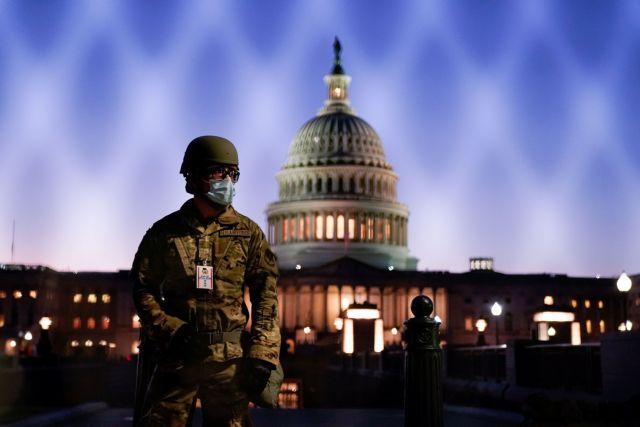 ΗΠΑ : Εντολή για βαρύ οπλισμό έλαβαν οι δυνάμεις της εθνοφρουράς   tovima.gr