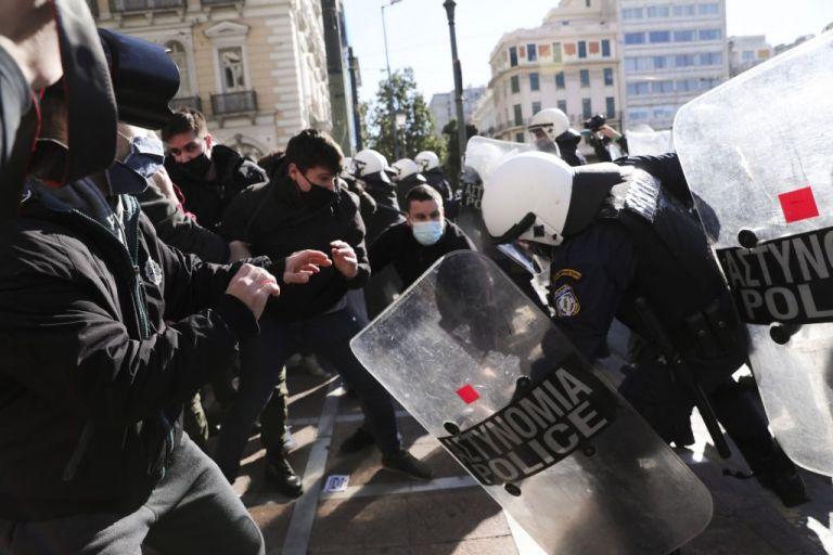 Προπύλαια : Η ανακοίνωση της ΕΛ.ΑΣ. για τα επεισόδια στο πανεκπαιδευτικό συλλαλητήριο | tovima.gr