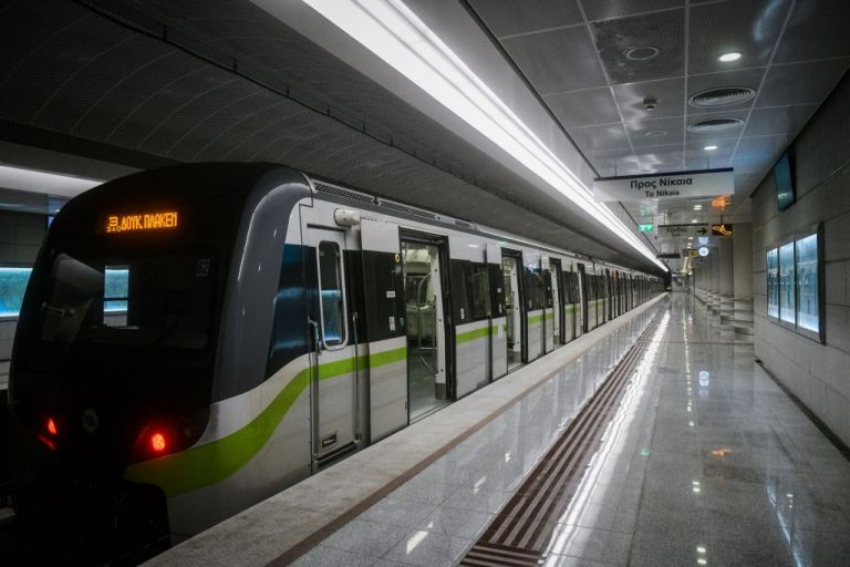 Ξυλοδαρμός στο Μετρό : Σε διαθεσιμότητα ο ειδικός φρουρός για παράβαση καθήκοντος | tovima.gr