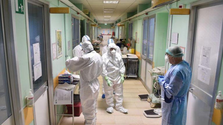Κορωνοϊός : Πρόβλεψη Σαρηγιάννη για 700 κρούσματα ημερησίως στα τέλη Ιανουαρίου | tovima.gr