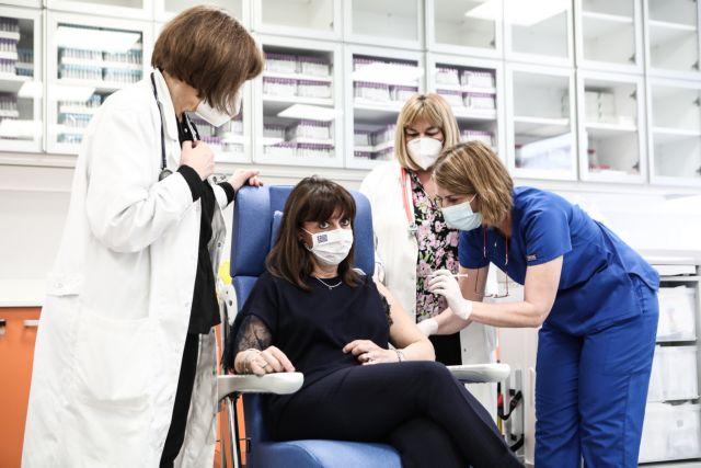 Τη δεύτερη δόση του εμβολίου έκανε η Σακελλαροπούλου   tovima.gr
