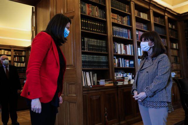 Κεραμέως : Ενημέρωσε την Κατερίνα Σακελλαροπούλου για το άνοιγμα των σχολείων και τις αλλαγές στα ΑΕΙ | tovima.gr
