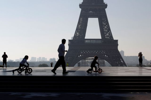 Δημοσκόπηση: Η πανδημία προκάλεσε σοβαρά προβλήματα στο 80% των Γάλλων από 15 έως 30 ετών | tovima.gr