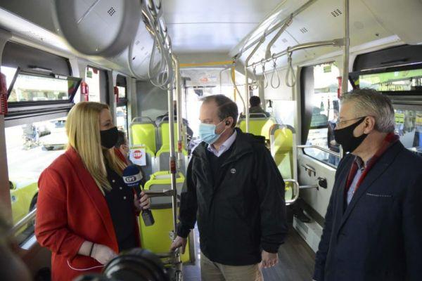 Καραμανλής : Προχωράμε εντατικά στην προώθηση της ηλεκτροκίνησης – Τι είπε για την επιβίβασή του σε ηλεκτρικό λεωφορείο | tovima.gr