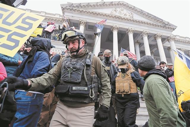 Ο ετερόκλητος στρατός των ζηλωτών του Τραμπ | tovima.gr