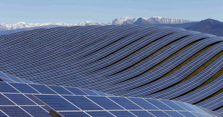 Η Ισπανία επενδύει δυναμικά στον ήλιο με το μεγαλύτερο φωτοβολταϊκό έργο στην Ευρώπη | tovima.gr