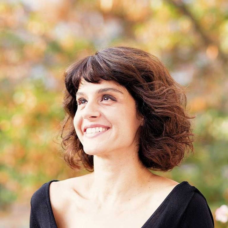 Εφη Λογγίνου: «Η περιέργεια και η παρατήρηση είναι μέρος της καθημερινότητάς μου»   tovima.gr