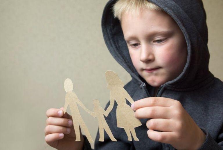 Η επικοινωνία μετο ανήλικο παιδί δεν μπορεί να τεκμαίρεται | tovima.gr