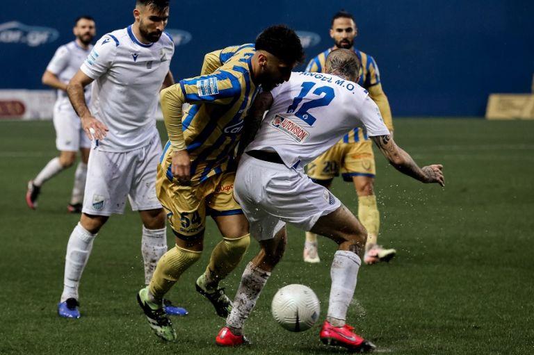 Σημάδευαν τα δοκάρια Παναιτωλικός και Λαμία, έμειναν στο 0-0 | tovima.gr