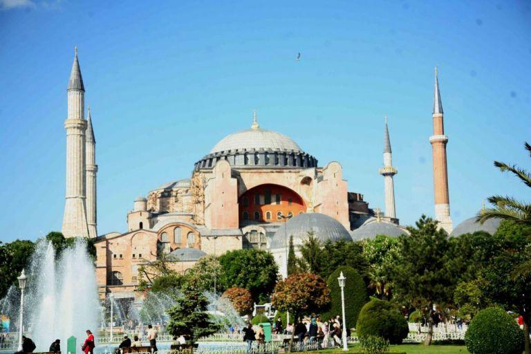 Τουρκία : Το 82% έκρινε πιο σημαντικό έργο του 2020 τη μετατροπή της Αγίας Σοφίας σε τζαμί | tovima.gr