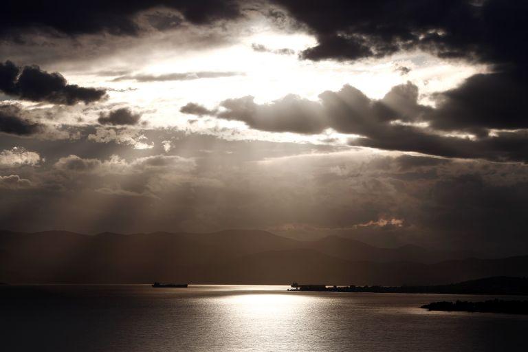 Ανεβαίνει ο υδράργυρος – Παραμένουν οι βροχές στα δυτικά | tovima.gr
