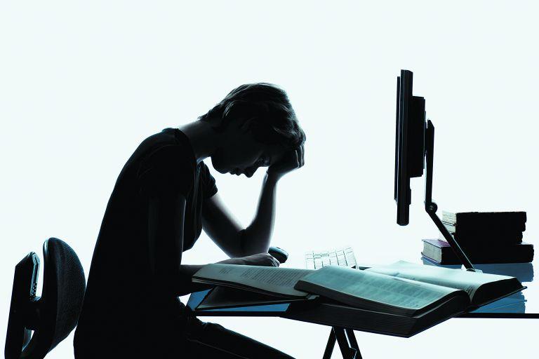 Τα μεγάλα προβλήματα της τηλεκπαίδευσης – Τι λένε οι μαθητές | tovima.gr