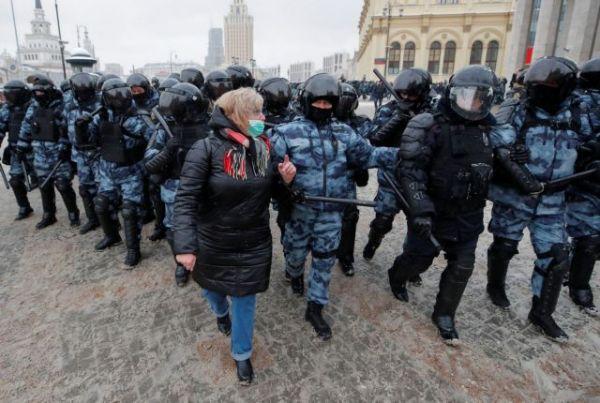 Ρωσία: «Σαφάρι» συλλήψεων σε πορείες υπέρ του Ναβάλνι | tovima.gr