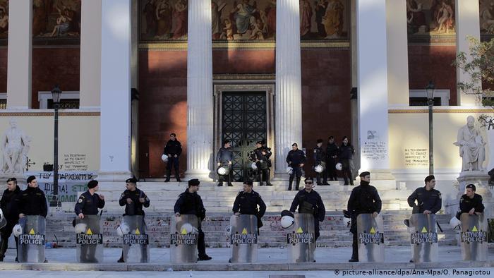 Γερμανικά ΜΜΕ για Ελλάδα : «Παντού αστυνομικοί, πουθενά γιατροί» | tovima.gr