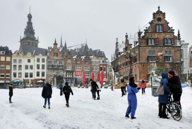 Ισχυρή χιονοθύελλα σαρώνει την Ολλανδία | tovima.gr