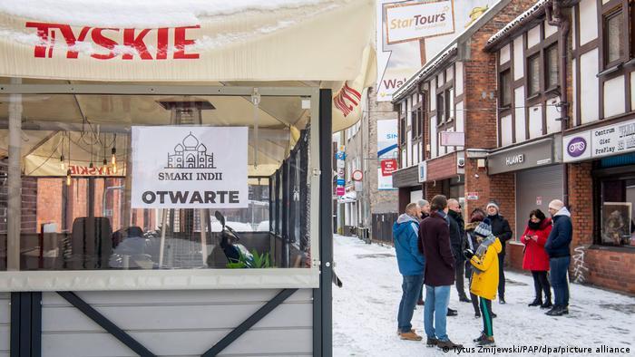 Κορωνοϊός : Πολωνοί εστιάτορες παρακάμπτουν το lockdown | tovima.gr