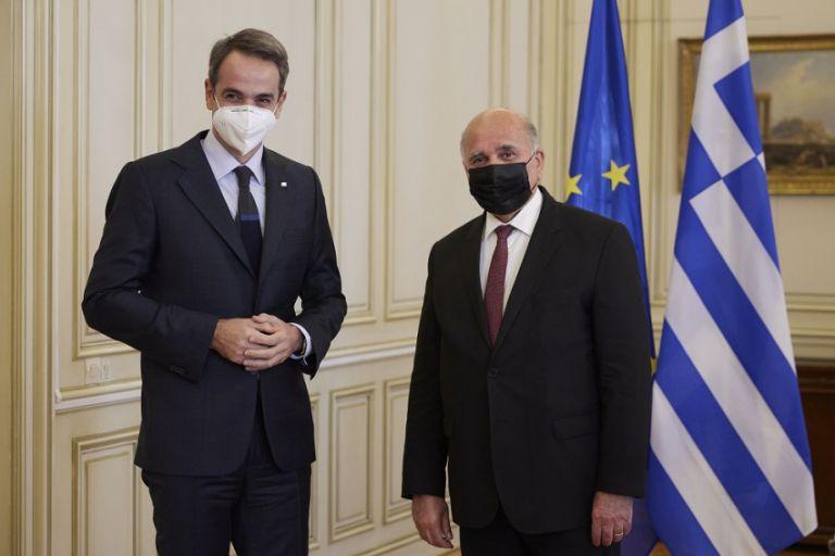 Συνάντηση Μητσοτάκη με τον υπουργό Εξωτερικών του Ιράκ | tovima.gr