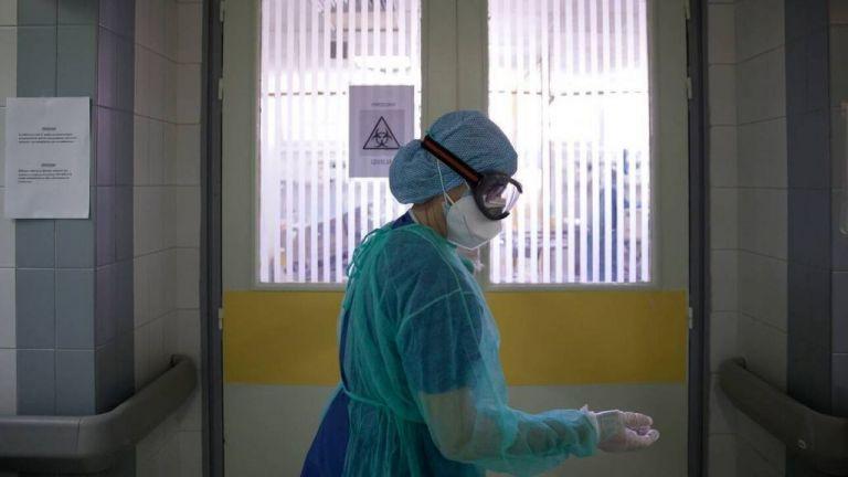 ΠΟΕΔΗΝ : Ρεκόρ εισαγωγών στα νοσοκομεία της Αττικής – Να γίνει άμεσα επίταξη των ιδιωτικών ΜΕΘ | tovima.gr