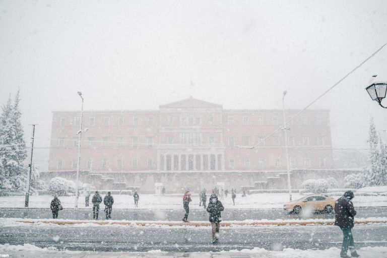 Δείτε μοναδικές όψεις της χιονισμένης Αθήνας | tovima.gr