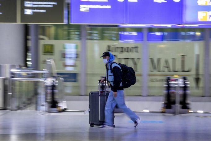 Κορωνοϊός : Ο φόβος των μεταλλάξεων σφραγίζει πάλι τα σύνορα | tovima.gr
