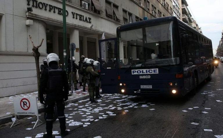 Εισβολή στο υπουργείο Υγείας – 61 συλλήψεις   tovima.gr